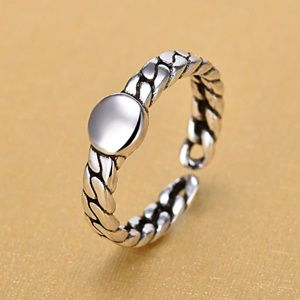 Jewelry - Silver Vintage Button Ring